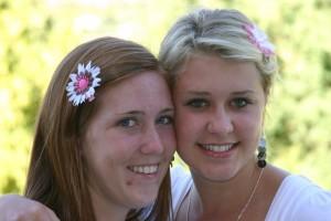 teenage-girls-with-flowers-in-hair-1429712